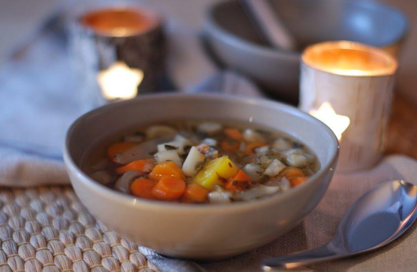 Gemüsesuppe. Schnell und einfach.
